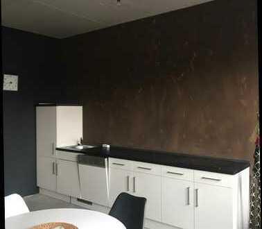 Neuwertige, teilmöblierte 3-Zimmer-Wohnung mit EBK in Landshut
