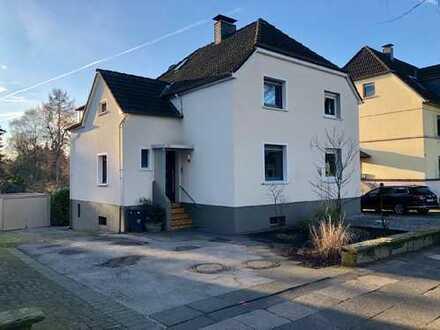 Kleine Doppelhaushälfte mit tollem Grundstück in Randlage von Haan! Aufwendig saniert in 2011!