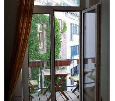 2-Zimmer-ALTBAU-Wohnung mit Balkon zum Hinterhof in Ehrenfeld