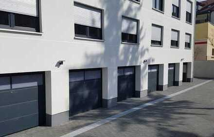 Bild_Garage im Innenhof   Zugang mit elektronischen Rolltor