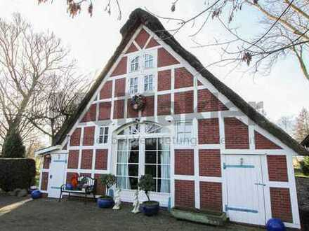 Absolute Ruhe: Stilvolles Land-/Ferienhaus mit Sauna und Garten in idyllischer Lage von Ihlienworth