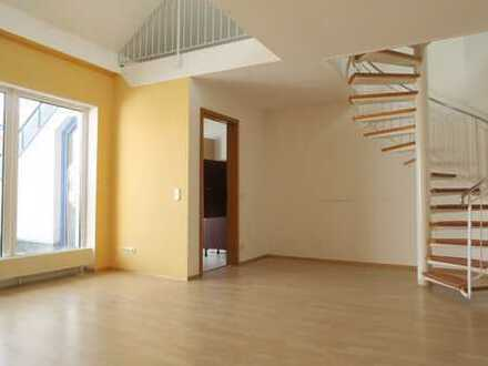 Große Loggia + 3 Zimmer + Galerie im Dachgeschoss!