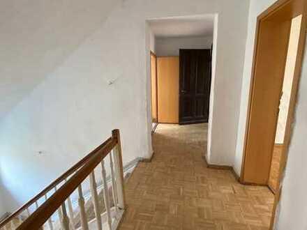 Große 5-Zimmer Wohnung in Duisburg-Bruckhausen