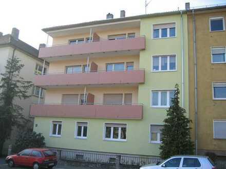 Neu modernisierte 2- Zimmerwohnung mit großer heller Wohnküche