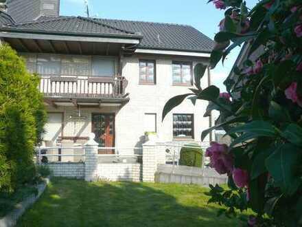 Herrschaftliches, geräumiges Wohnhaus mit großem Grundstück, Garagen und Nebengebäude
