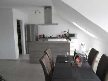 Moderne, ruhige, helle 3-Zimmer Dachgeschosswohnung