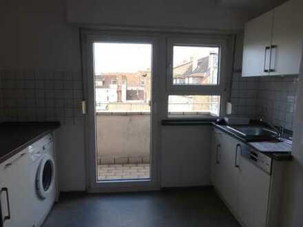 Gepflegte 2-Zimmer-Dachgeschosswohnung mit Balkon und Einbauküche in Mannheim