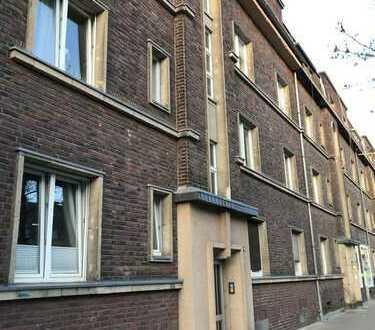 Von privat: helle 3-Zimmer- Altbauwohnung mit Balkon in Düsseldorf Eller