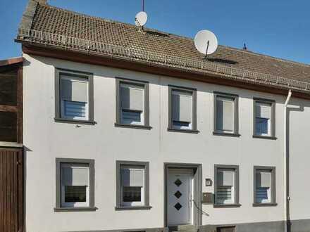 Großzügige Immobilie: Wohnen + Gewerbe mit viel Ausbaupotential