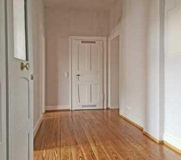 6045 -Neu sanierte Wohnung mit zwei Balkonen im denkmalgeschützen Gebäude!