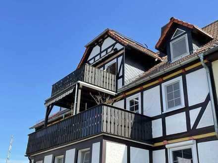 Modernisierte 4 ZKB Wohnung mit Balkon, Einbauküche und weiterer Nutzfläche im Spitzboden!