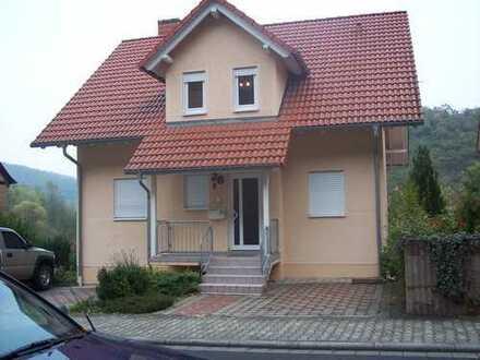 Schöne helle Wohnung in 2 Fam. Haus von Privat zu vermieten