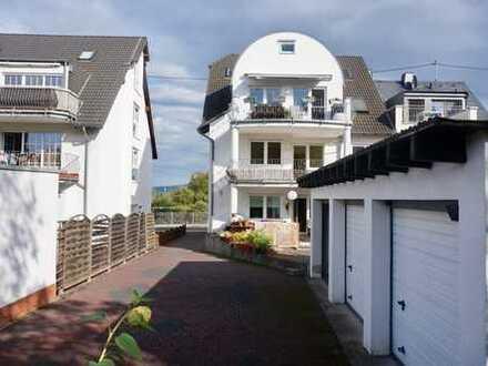 Zentral - im Grünen gelegene Wohnung mit Garage und Balkon