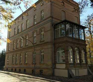 Erstbezug nach Sanierung: Großzügige Altbau-Wohnung mit vier Zimmern und Veranda