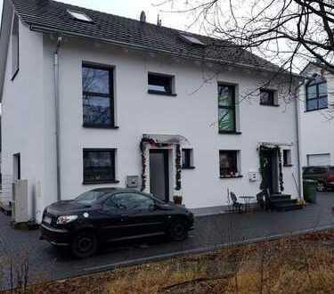 Neubau von 2 Doppelhaushälften in absolut, ruhiger Lage in der Nähe vom Gustav See**