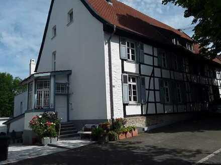 Schöne, geräumige sieben Zimmer Wohnung in Dortmund, Schüren