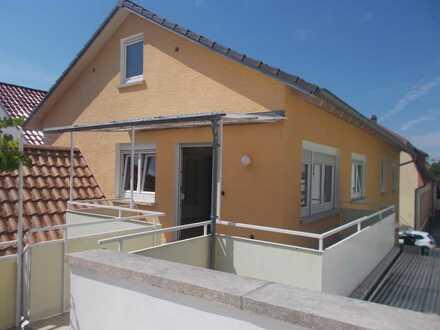 Gepflegte Wohnung mit zwei Zimmern sowie Balkon und Einbauküche in Bad Schönborn