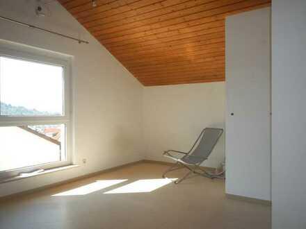Schöne & helle DG-Wohnung in ruhiger Lage - ideal für Wochenendpendler!