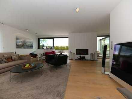 Exklusiver Wohntraum in Stadtvilla: Großzügiges Maisonette-Penthouse mit Dachterrasse