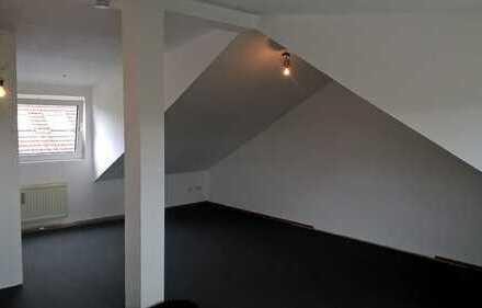Freundliche, renovierte 1-Zimmer-Dachgeschosswohnung in Ratingen