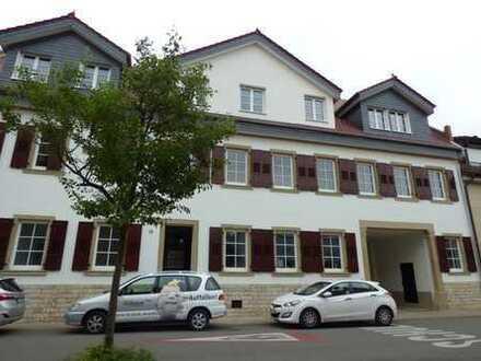 Perfekt sanierte 5 Zimmer Wohnung im histrorischem Altbau