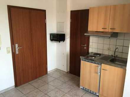 Schön möbilierte, helle und frisch renovierte 1-Zimmer-Wohnung mit Einbauküche in Ludwigshafen-Mitte