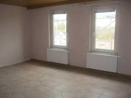 Preiswerte 4-Zimmer-DG-Wohnung mit EBK in Bayern - Selb