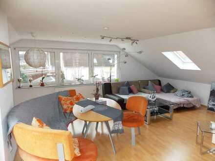 Helmstadt: Freiwerdende komfortable Dachgeschoss-Whg. in ruhiger Lage, Dachterrasse, KFZ-Stellpl.