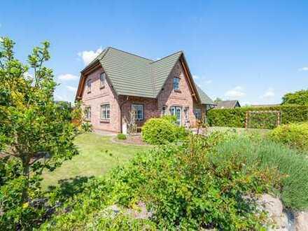 Großes Einfamilienhaus mit hochwertiger Ausstattung und Doppelcarport in sehr guter Lage von Hohn