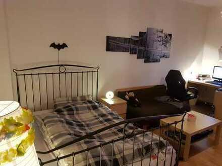 West / Frohnhausen: Großes, ruhiges und helles Zimmer (möbiliert und Zwischenmiete)