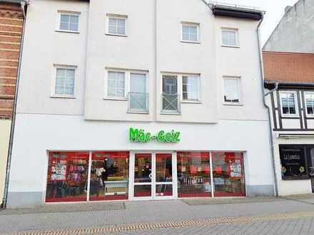 Großzügige, neu renovierte 2-Zimmer-Wohnung, Fussgängerzone Schartauer Str. 35, Parkplatz