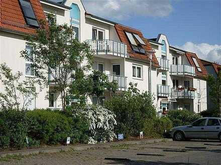Komplett möbelierte Wohnung im DG - 1 Zimmer mit EBK + Balkon + Stellplatz - Wohnpark am Kuschelhain