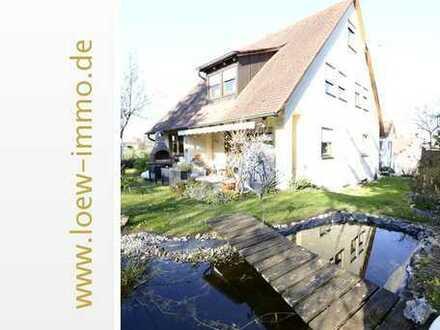 Haus in liebevoll dörflicher Umgebung