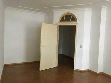 Kleine gemütliche 2-Zimmer-Altbauwohnung