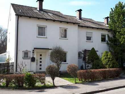 Schönes Reiheneckhaus mit fünf Zimmern in Augsburg, Hochzoll-Süd Nähe Kuhsee