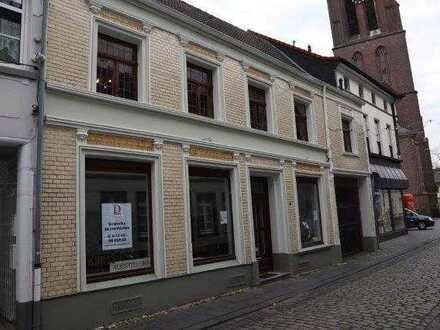 Geräumige Altbau-Wohnung in der schönen Altstadt von Krefeld Hüls zu vermieten