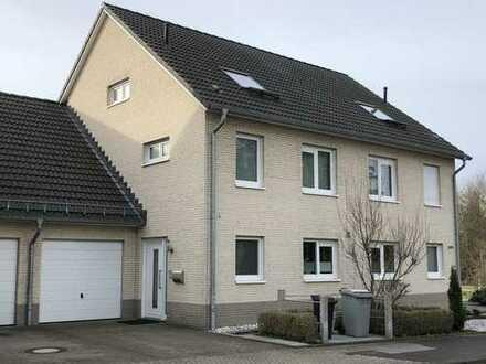 Reserviert - Schöne Doppelhaushälfte mit Garage und Garten