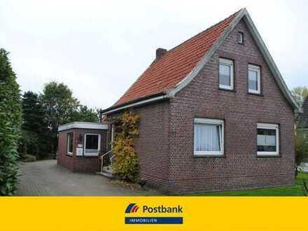 Renovierungsbedürftiges Einfamilienhaus mit viel Potential und extra Bauplatz