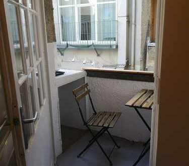 1x MITBEWOHNER/UNTERMIETER gesucht: Möblierte 3-Zimmer-Altbauwohnung mit Balkon in 80331 ab sofort