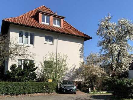 Sonnige Altbauwohnung in begehrter Wohnlage mit Balkon
