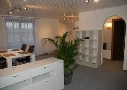 Wunderschöne möblierte 2 Zimmer Wohnung im DG mit Balkon