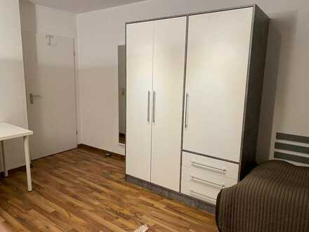 Gepflegte 2-Raum-Hochparterre-Wohnung mit überdachtem Balkon und Einbauküche in Singen (Hohentwiel)