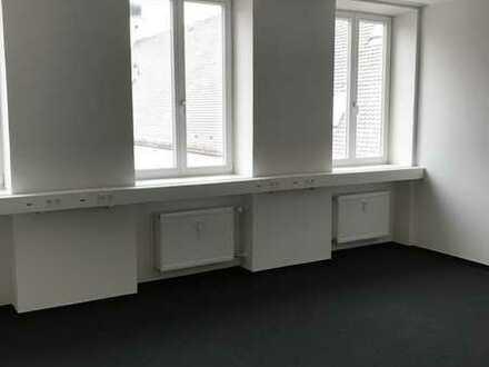 167 m² helle Büro- oder Praxisfläche m. Lagerflächen zentral gelegen