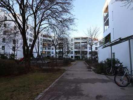 Frisch renovierte 2 Zimmer Wohnung mit wunderbarem Balkon in absolut ruhiger Lage