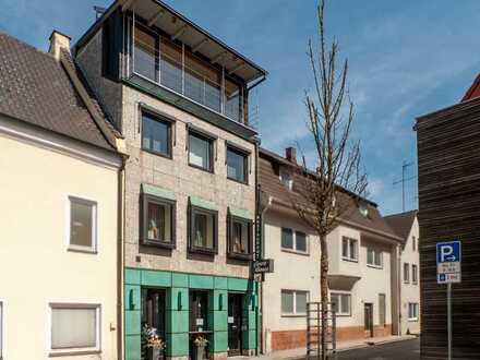 Großes Entwicklungspotential: Stadthaus mit Gastronomie, Wohnraum, Balkon und Terrasse!