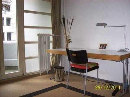 Helles Studienzimmer 2-er WG mit Balkon Park Umgebung in Berlin Zentrale Lage