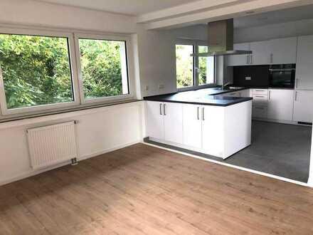 Exklusive 4-Zimmer-Wohnung mit Küche, Garage und Balkon - Wohntraum nach Kernsanierung
