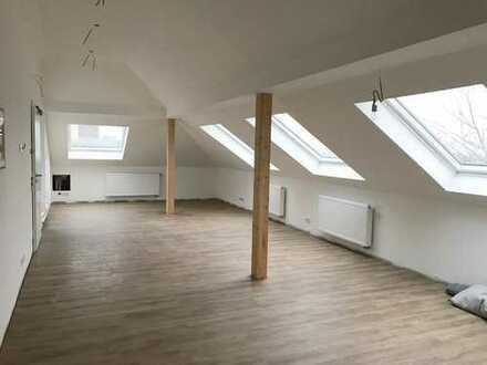 Dachgeschosswohnung mit Logia im Zentrum