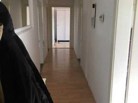 Schönes, helles Wg Zimmer in großzügiger 2er Wg