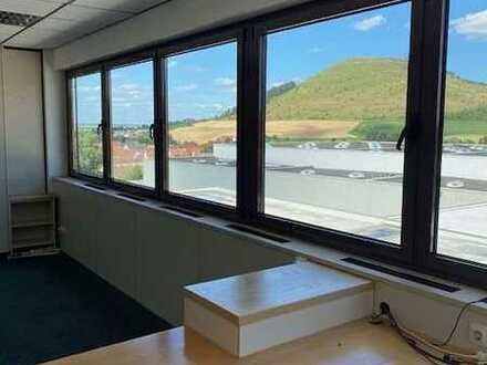 Helle Büroflächen mit Blick auf den Ipf